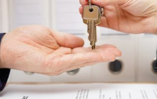 handing over keys while replacing your sales manager