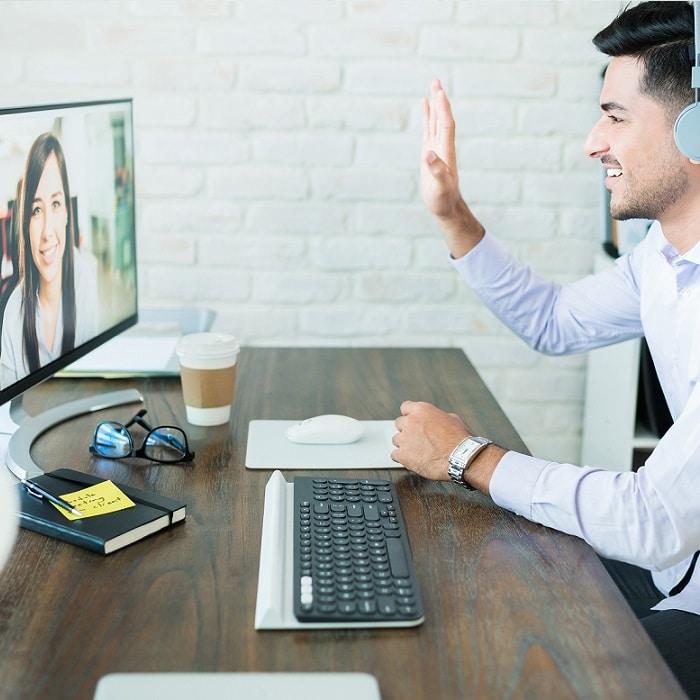 B2B salesperson selling via videoconferencing